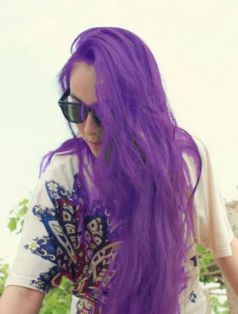 染头发,要那种很淡很淡的紫色,在阳光下才能看出来的图片