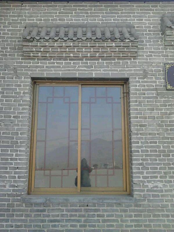 这个窗户样式别致,古香古色.图片