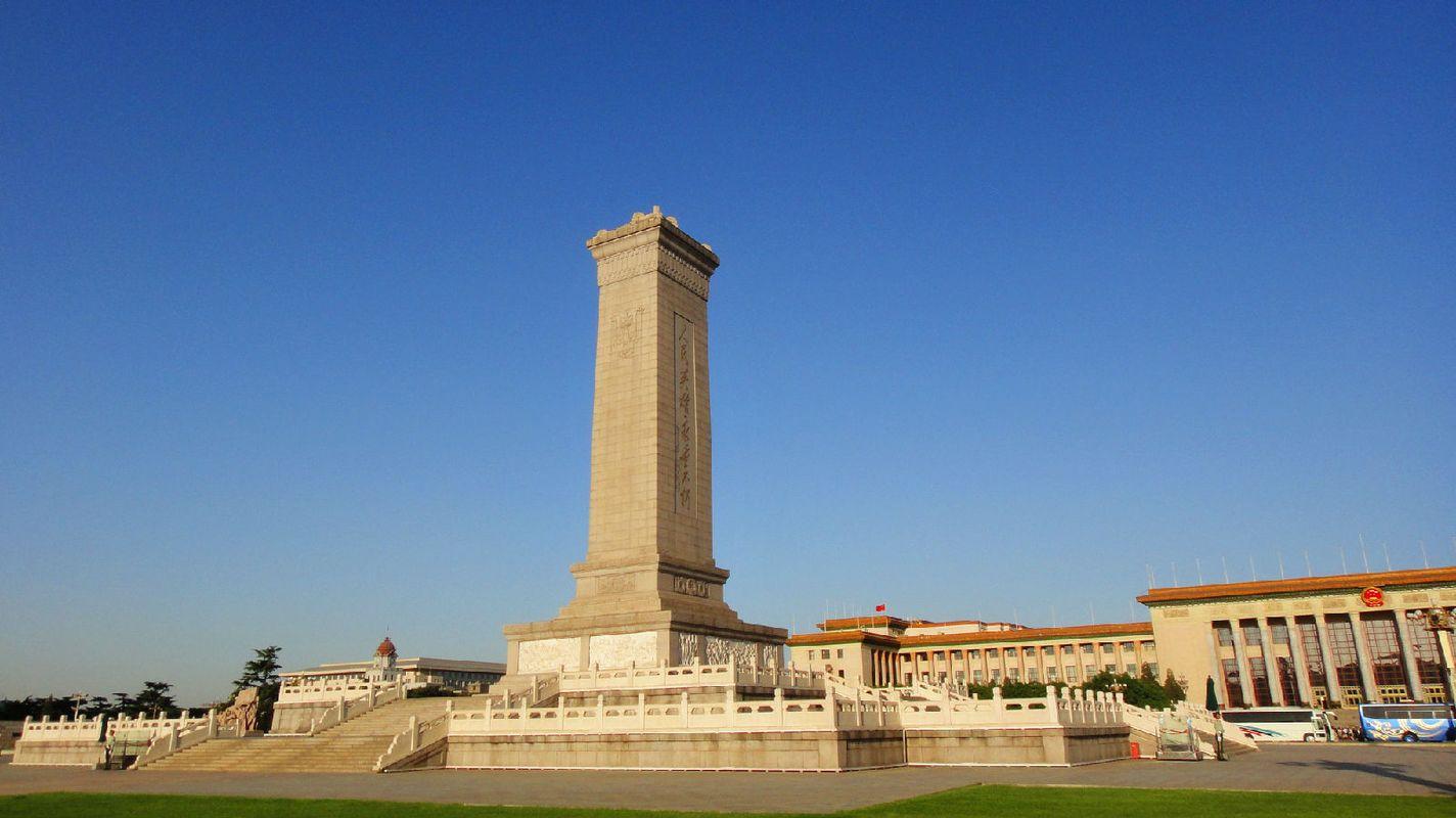 人民英雄纪念碑是中国历史上最大的纪念碑,耗时9年才建成.图片