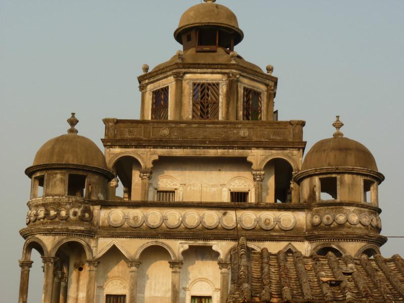 最精美最有特色的建筑在6-9层,第六层为爱奥尼克风格的列柱与拱券