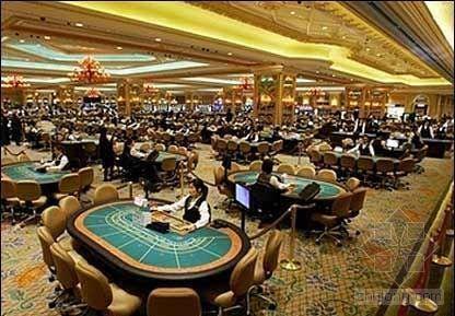 这个女人很牛 比,不仅管理着赌博业,而且还是澳门立法会的一员(相当于