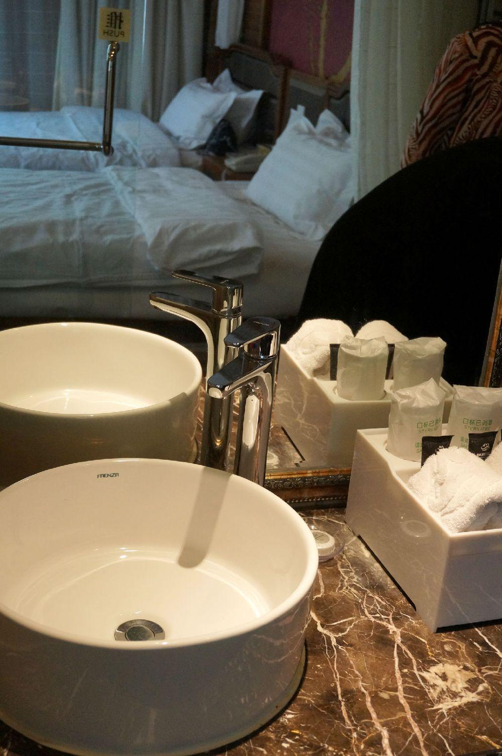 卫生间与房间是透视设计图片