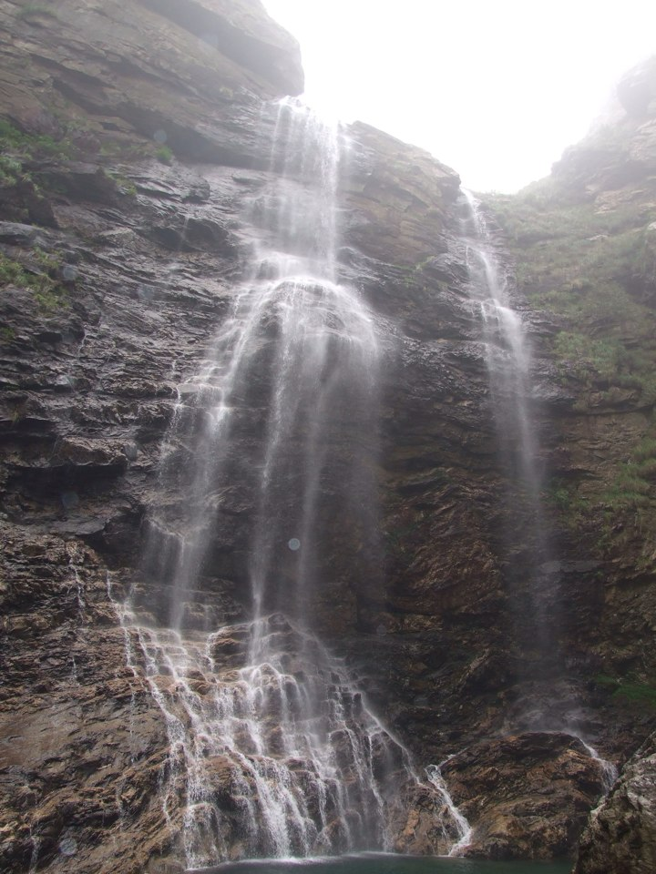 很久以前,在语文课本上学了,李白的《望庐山瀑布》这首诗.