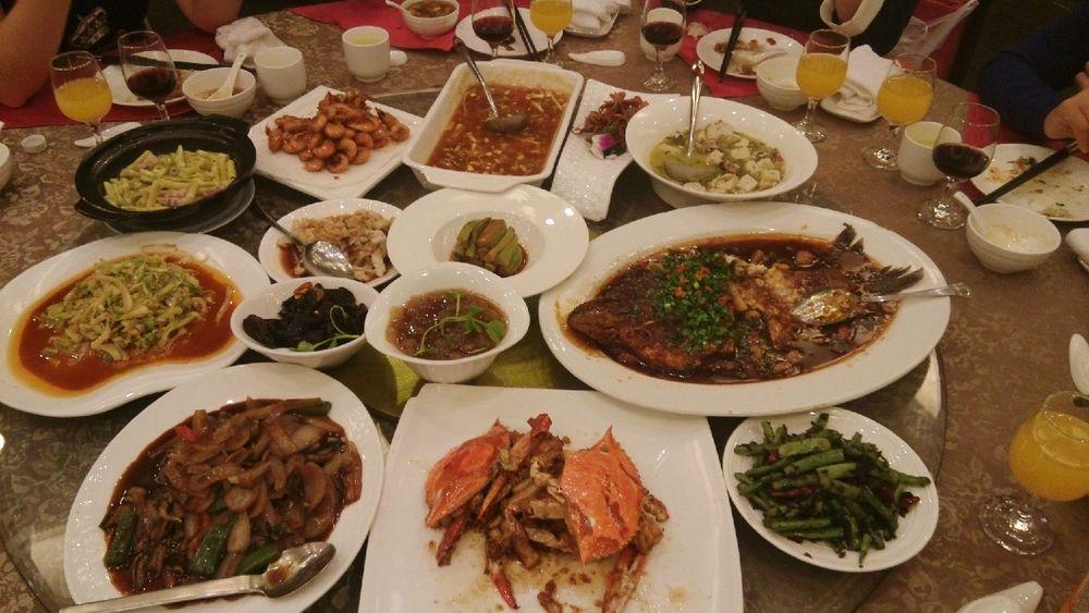 在下榻的四星级酒店吃的晚餐,太丰盛了,西湖醋鱼,油爆虾,竹笋炒肉,炒