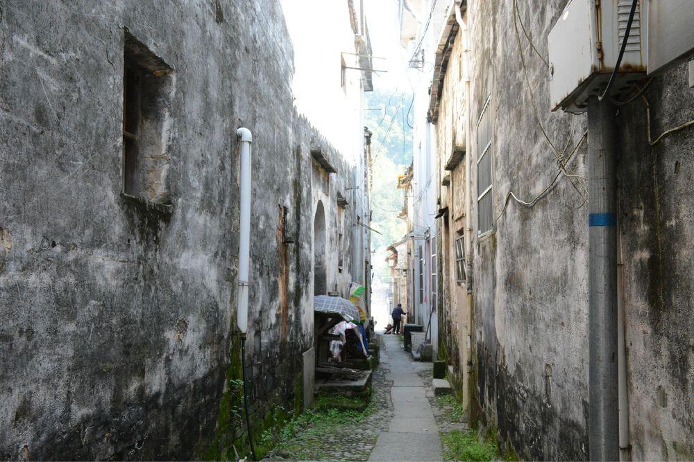 很多老人还居住在古街古巷中.图片图片