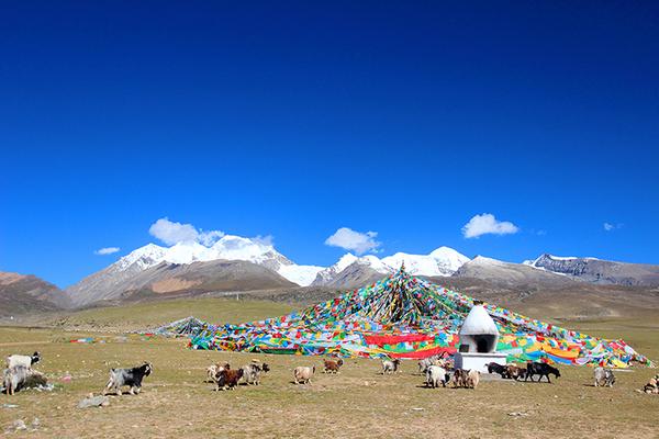 深圳山�9�.��nya_念青唐古拉山脉(nyainqêntanglha shanmai)属于断块山,位于中国西藏