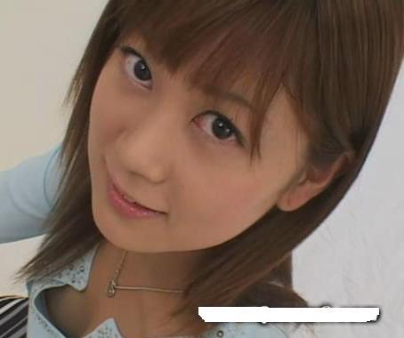丝袜素人做爱_这是q8(皇后8)在2006年推出的一个素人娘,用的是单字みやび,翻译成