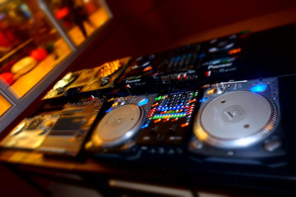 dj. 2011.中文串烧 草原之歌大碟.最后喊哇咔哇咔.的歌曲叫什么