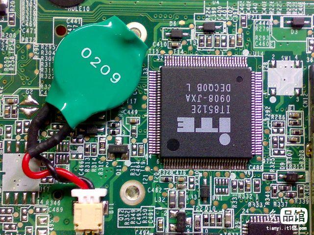 请问联想y450笔记本电脑的主板cmos电池在哪里?