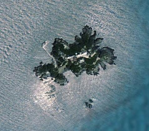 佘山岛又 名蛇山,位于上海市崇明岛以东35公里,离上海市直线距离41