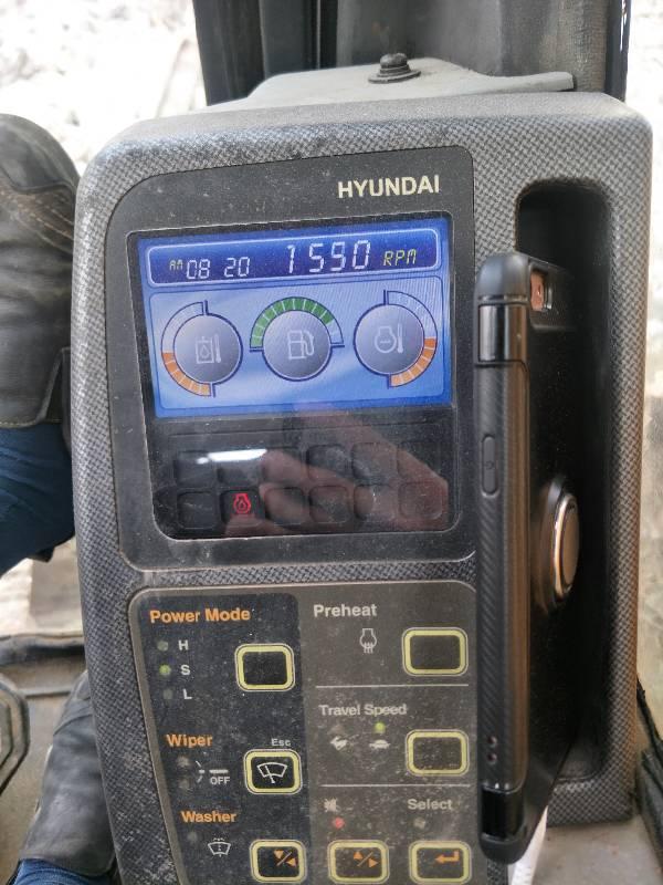 现代215-7挖机仪表盘出现这个是什么原因红色地雷中间