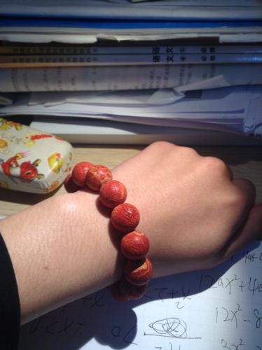这个是在巴厘岛花1800人民币买来的红珊瑚,想知道在国内值多少钱