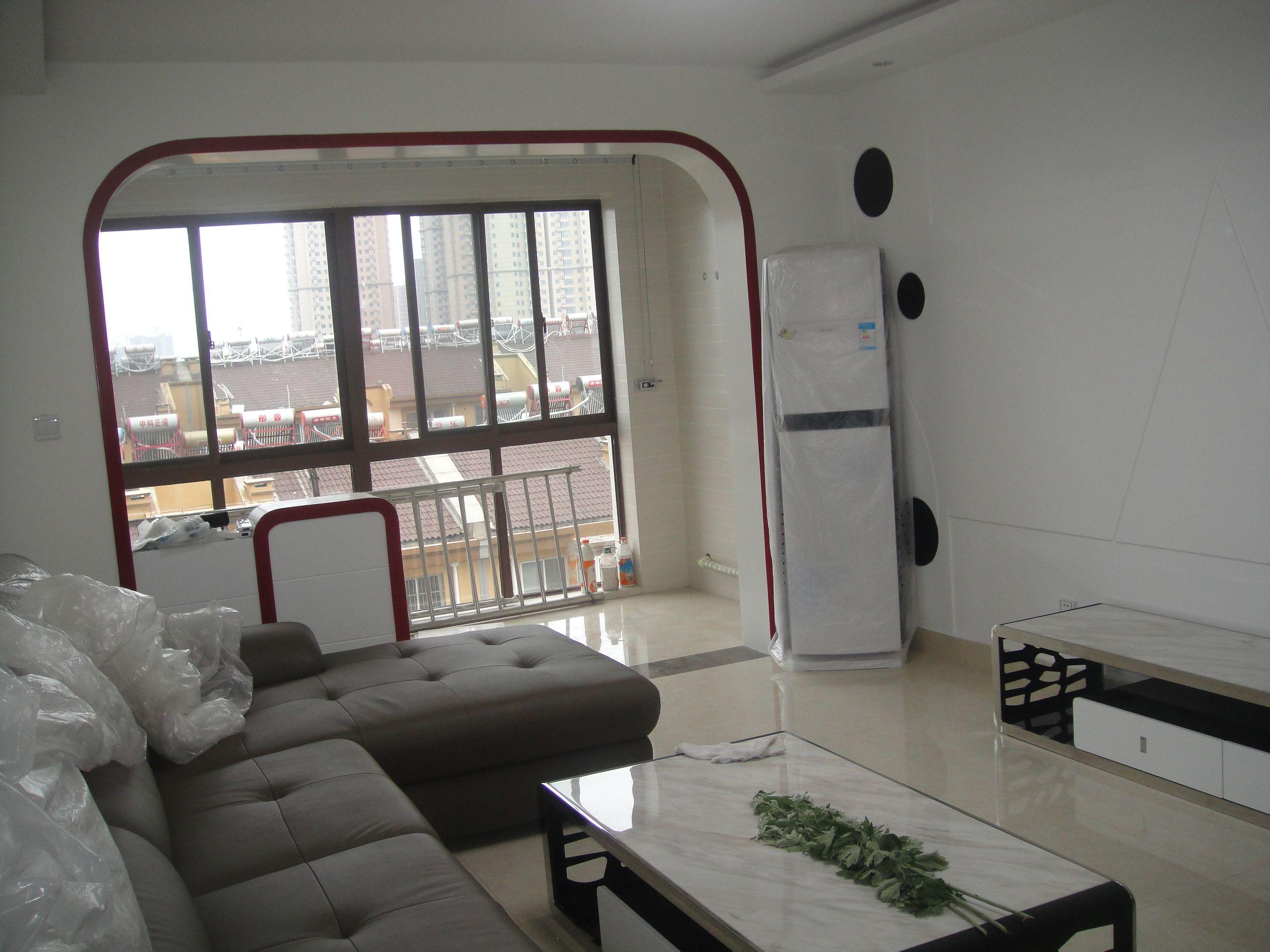 白色是墙纸,家里装修以卡其配,沙发墙两办影视配当中黑白,黑白贴上下检测中心在哪里
