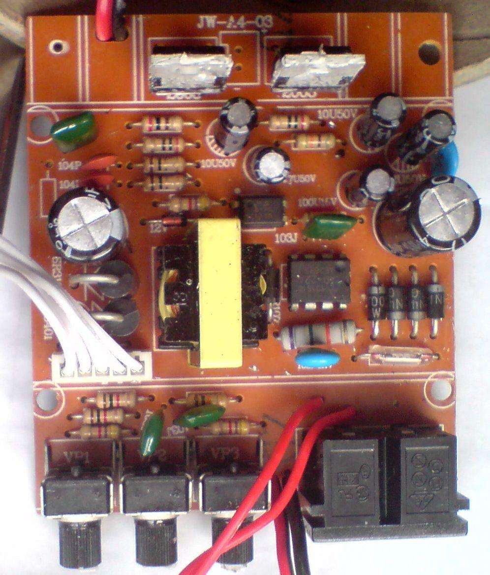 上图;mp3内存卡解码电路板. 上图;12v开关稳压电源.音调调节电路.