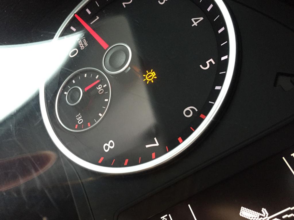 途观车仪表盘上的黄色指示灯
