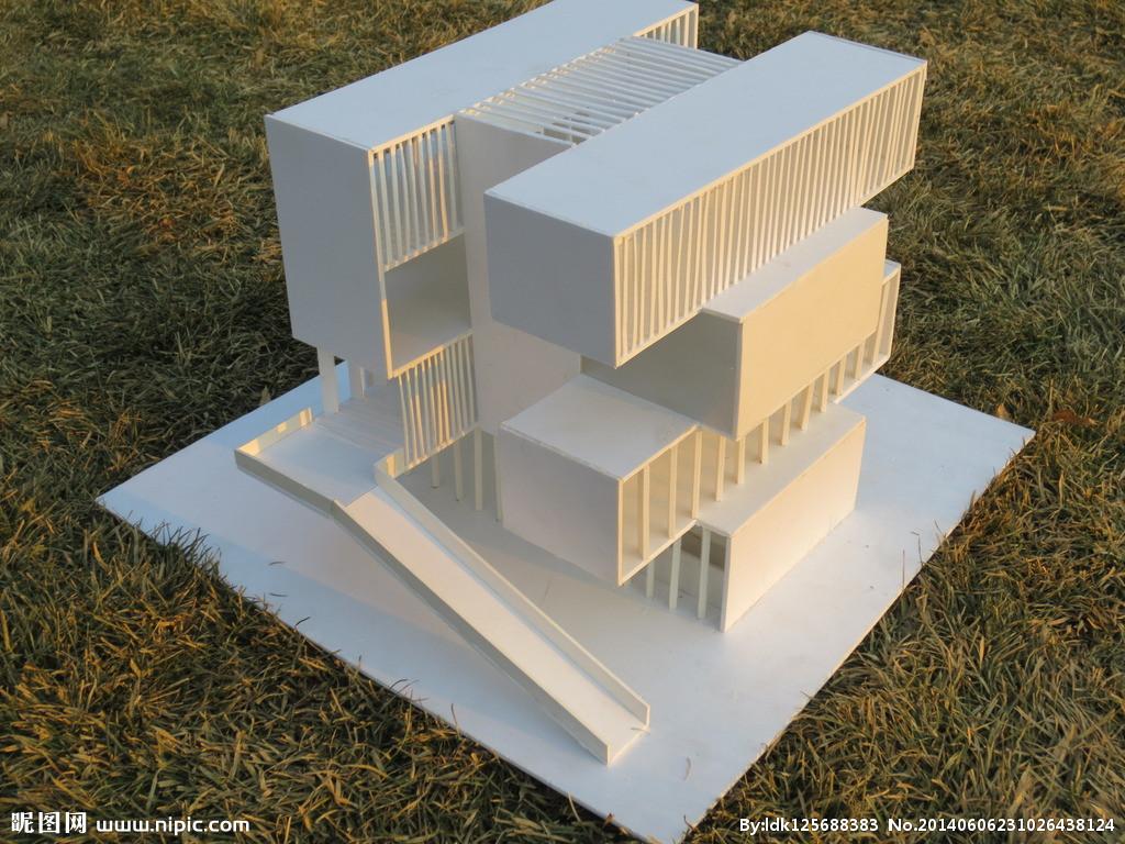 我现在是一名大二学生,最近一个月要自己手工做一个建筑模型.