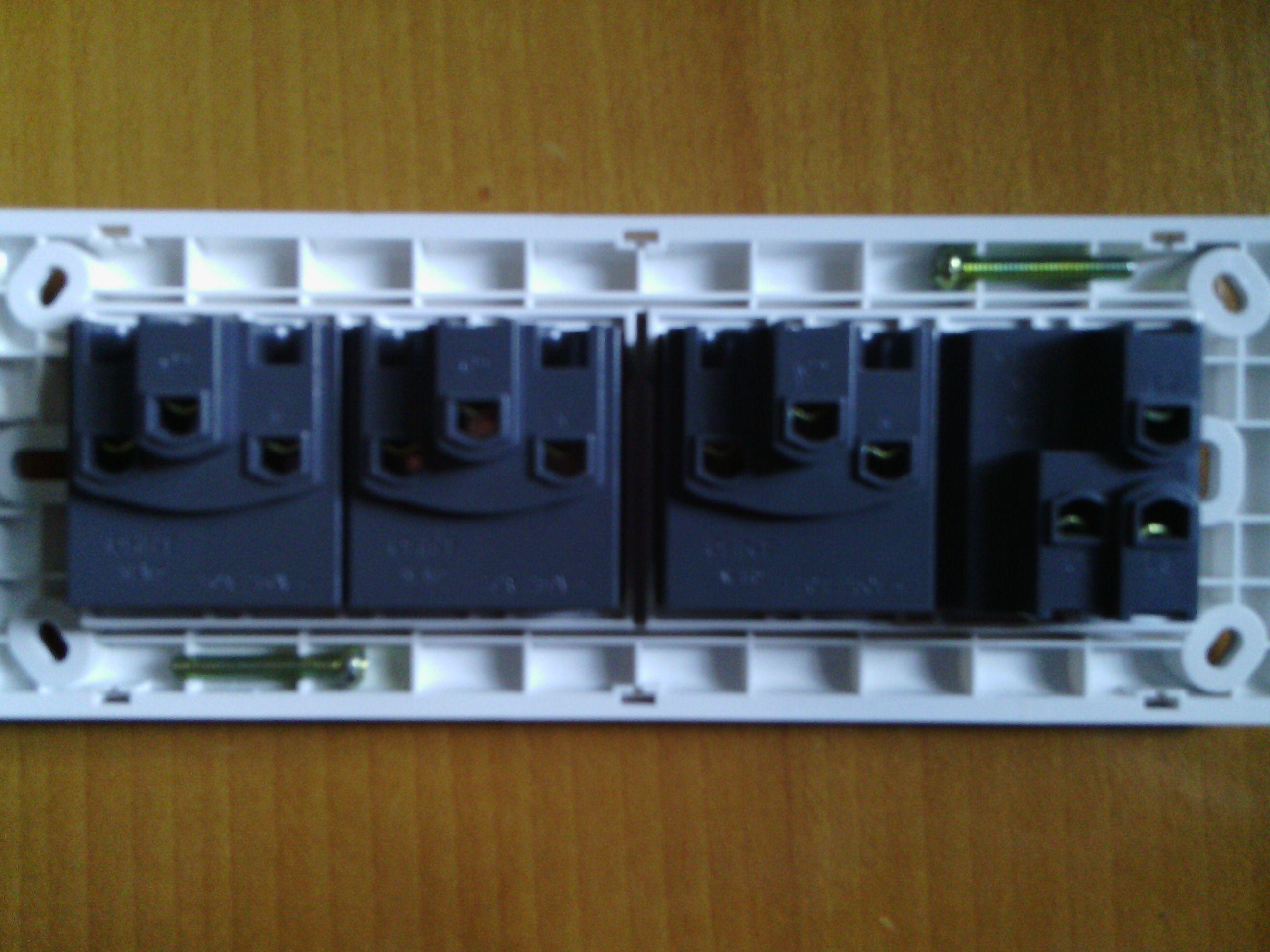 118型插座怎么接线啊?