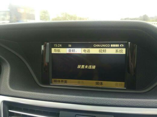奔驰e系列 怎么蓝牙连接手机用车里的音响放歌 急