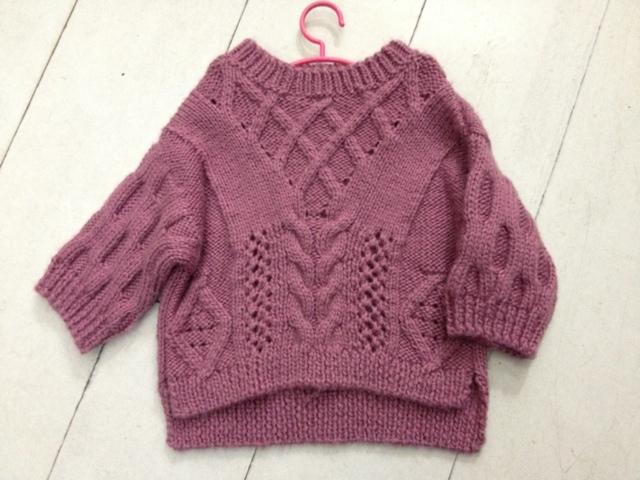 《成人毛衣编织实例详解》是2006年中国纺织出版社出版的图书,作者是