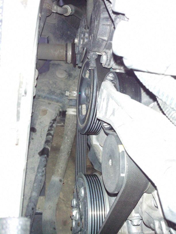 标致30081.6t发电机皮带怎么拆装