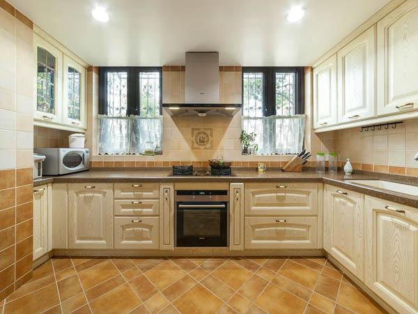 现代偏欧式风格厨房选什么样的瓷砖