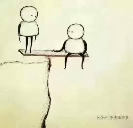 一男一女,『漫画人』在悬崖上,男坐在木板上,女踩着木板…什么意思,求