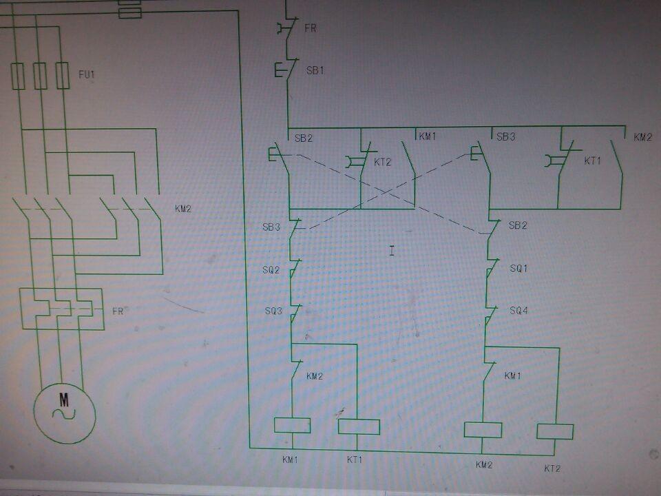 在行程开关被触碰后,电机正转控制回路断开,使用断电延时闭合触点来使