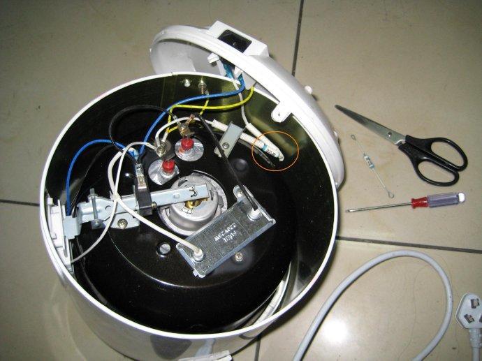 温控开关_电饭锅起保温作用的那个温控器上面的调节螺丝在哪呀?