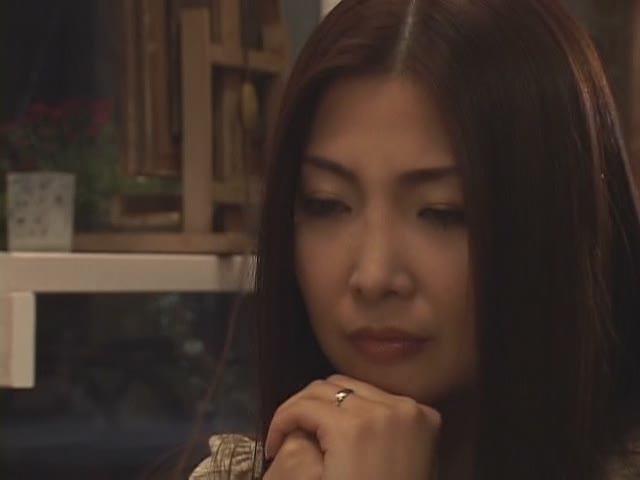 的妻子不倫旅行で朝から抱かれる_桐岛千沙是谁?