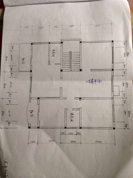 现有自建房的大梁为钢筋混凝土24*48钢筋为下层5根25mm,上层2根20mm