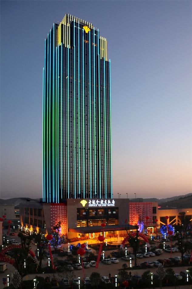 饭店负一楼区域,汇聚着桑拿中心和棋牌室,游泳池,健身房,美容美发厅等