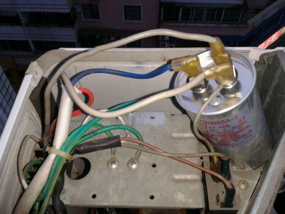 空调压缩机启动电容线怎么接,,三根大线和一根小线图片