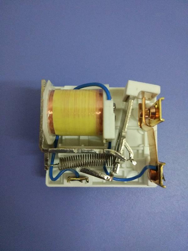 220v單相電機雙電容帶離心開關,其中離心開關怎么接呀