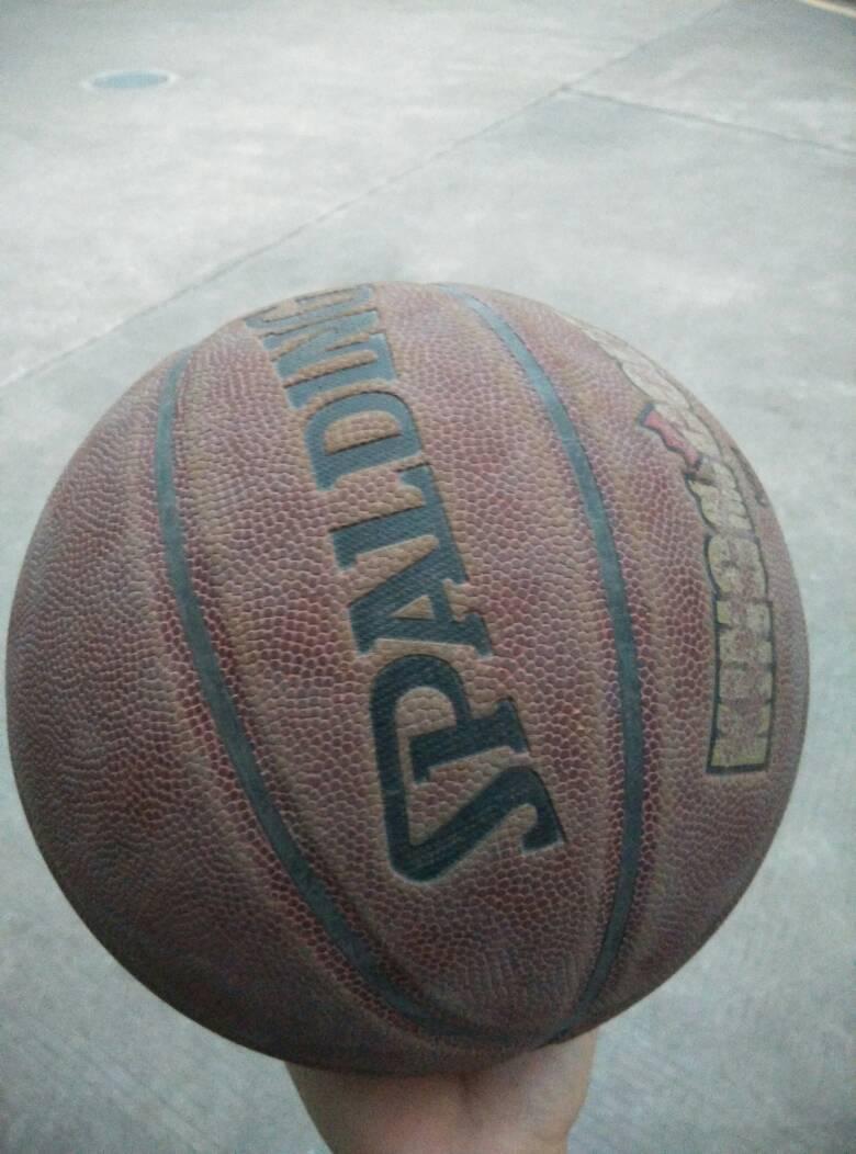 本人21岁,身高175厘米,体重120斤.跳起来能摸到篮圈.