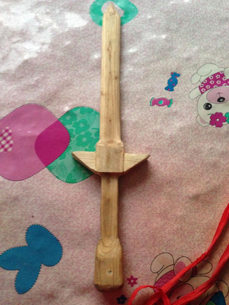 看看我这纯手工制作的桃木剑怎么样