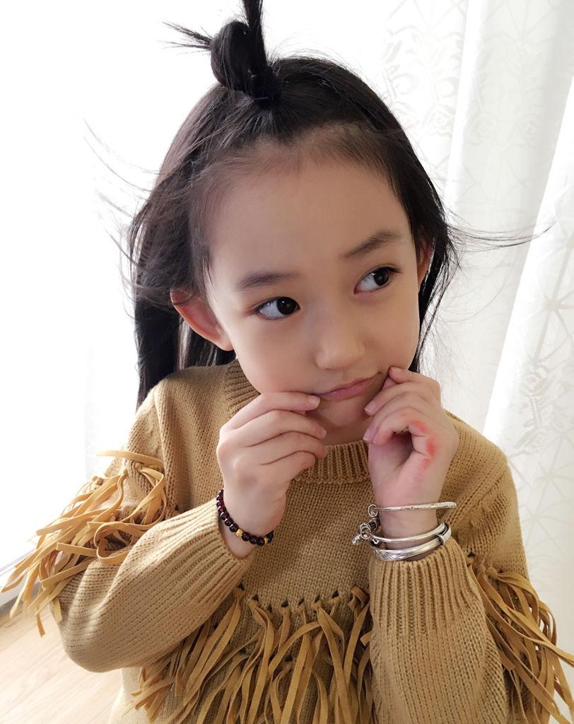 有谁知道这小女孩的微博或者名字?急急急!