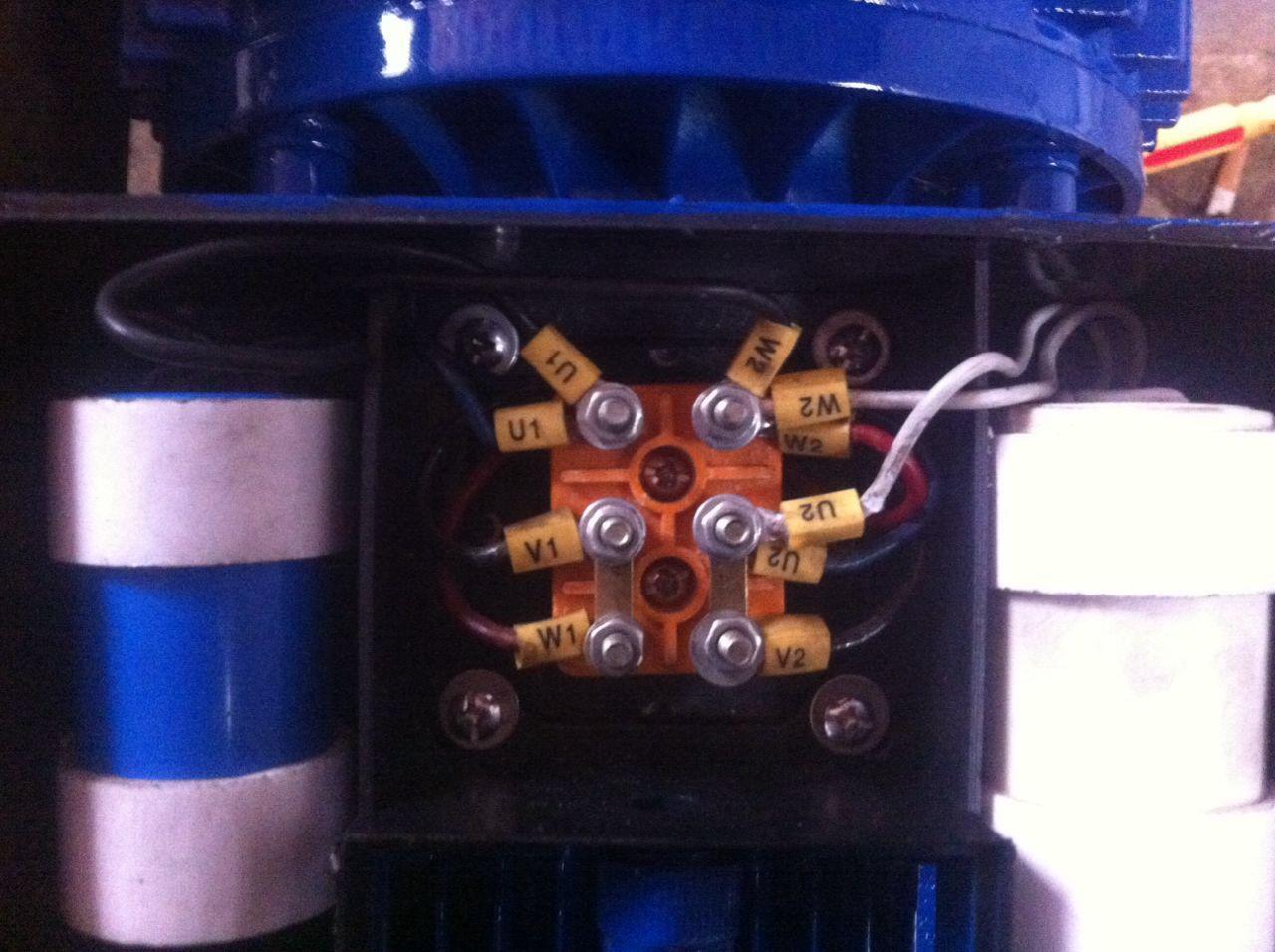 求工作原理为:踩下脚踏开关电机正(反)转行程止感应开关处电机反(正)