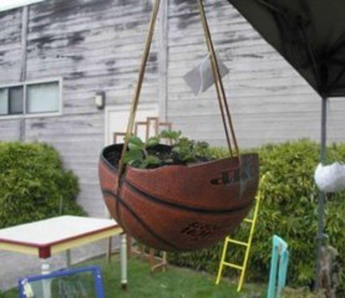 这边有篮球废物利用,排球也一样可以做.图片