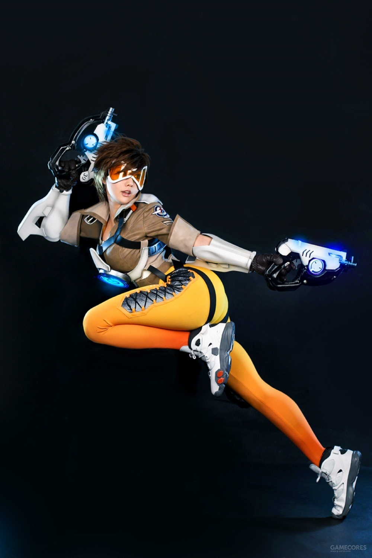 展开全部 模特: 韩国cosplay团队: 螺旋猫 cos角色:《守望先锋》中