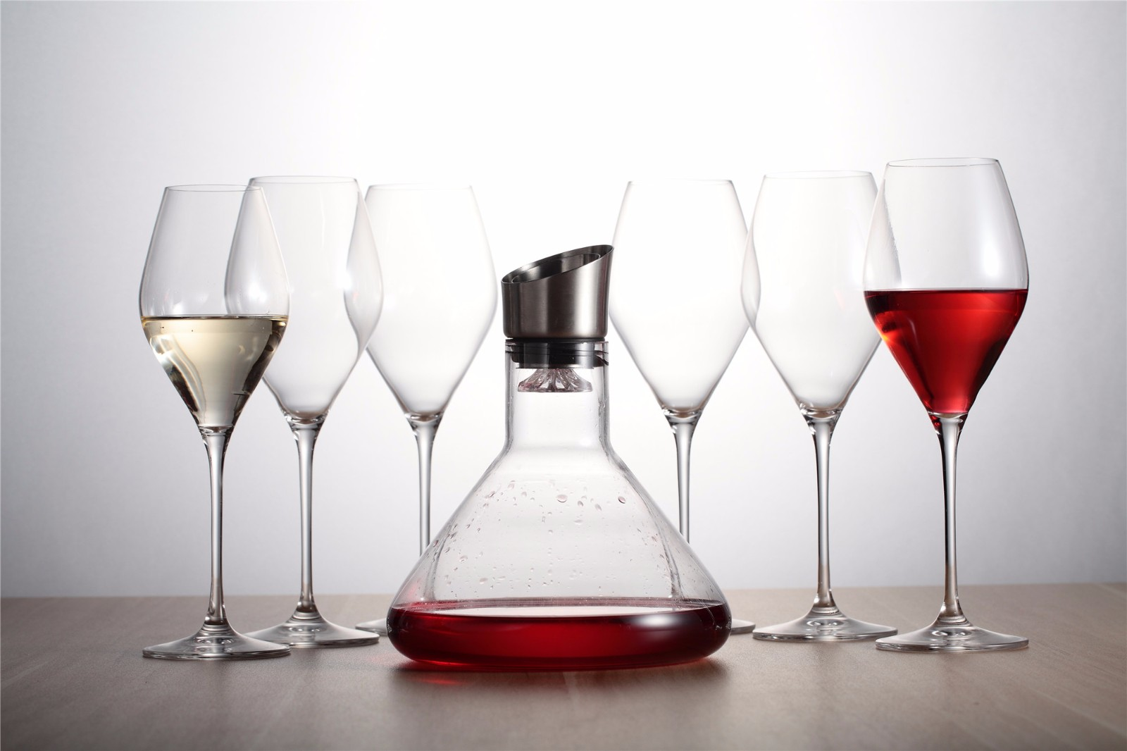 杯中红酒矢量图