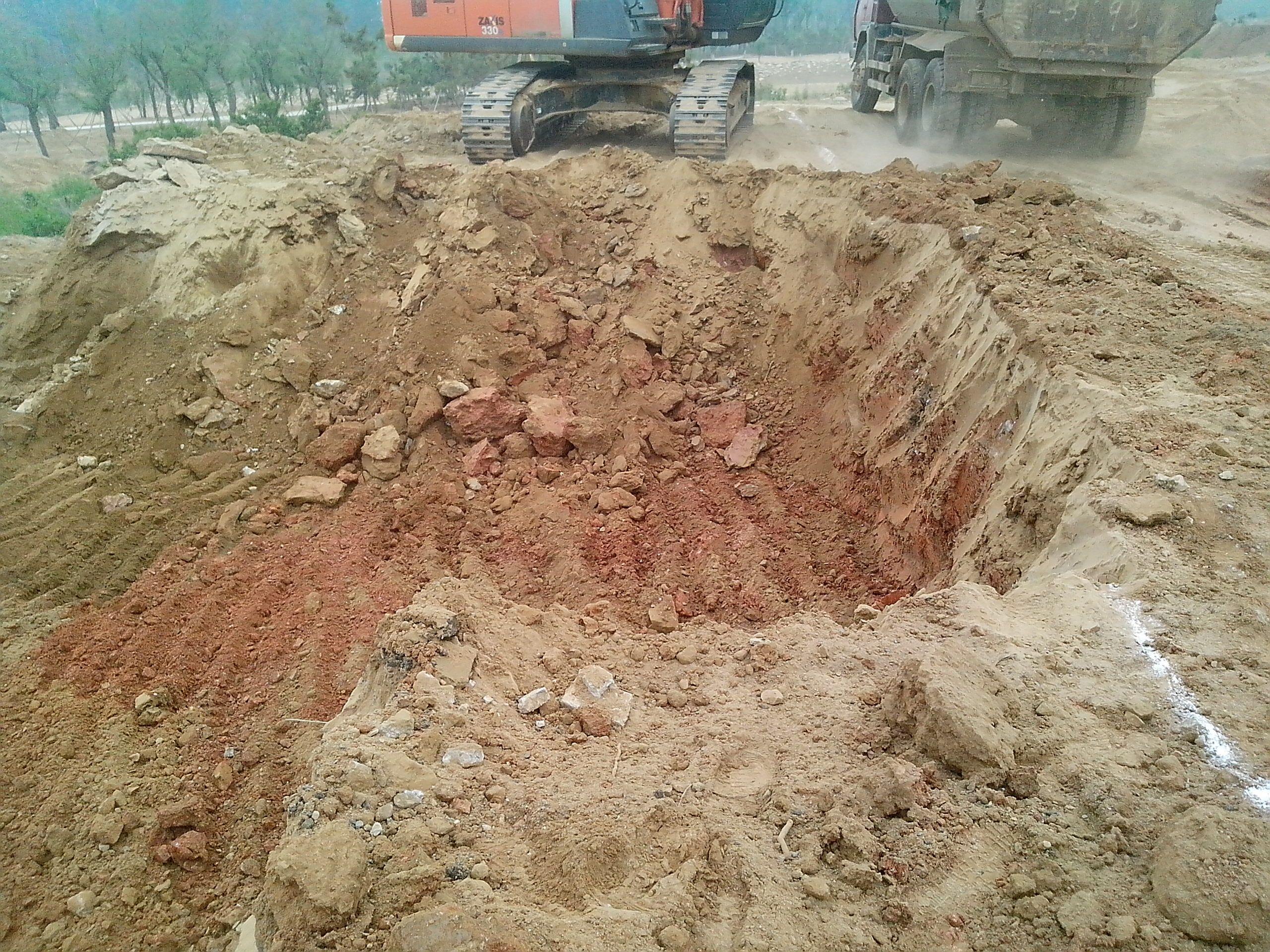 红色的土是古墓的朱砂封土层吗