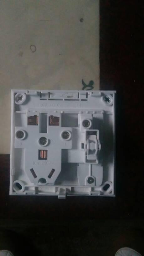 公牛五孔一开插座开关控制灯接线图解法