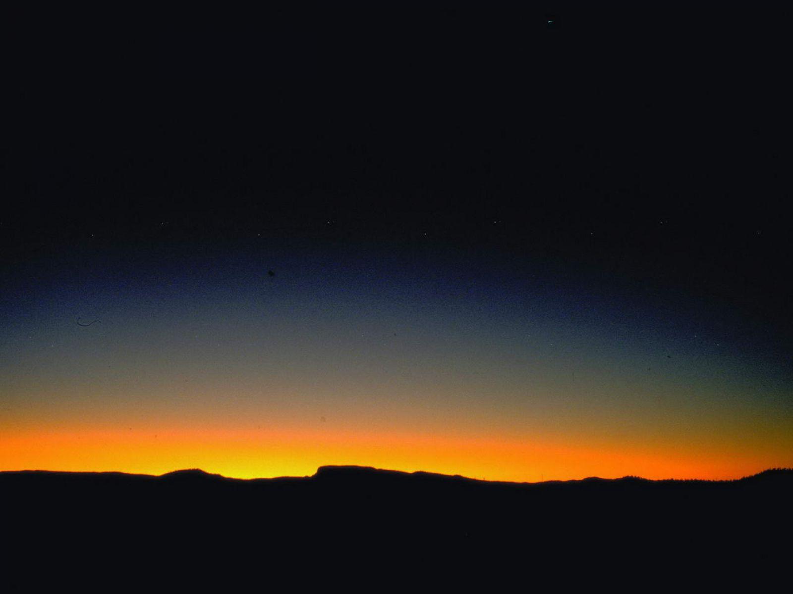 用ps怎样把白天的风景做成傍晚入夜效果?