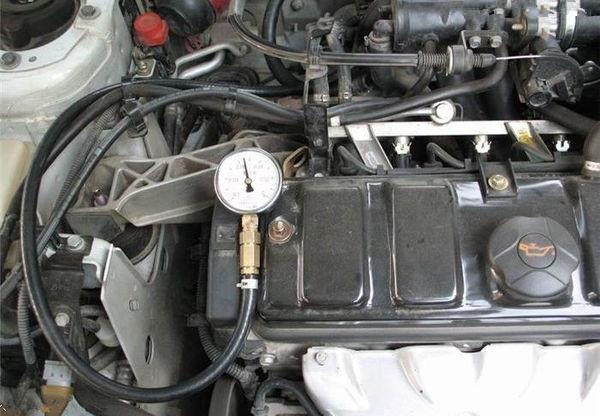 汽车发动机真空管位置