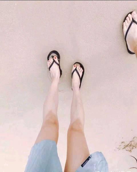 zuoaizishijiaolianshipin_男盆友喜欢啃我的脚趾头,zuoai的时候还会she在我的脚