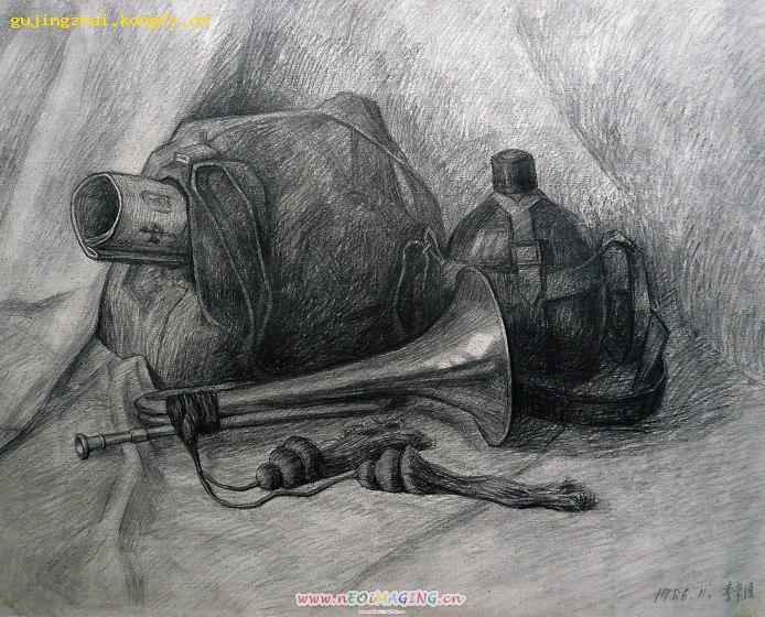 有两个静物的素描(书包和喇叭)图片