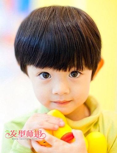 可爱小男孩适合什么发型好看 2岁男童时尚发型图片