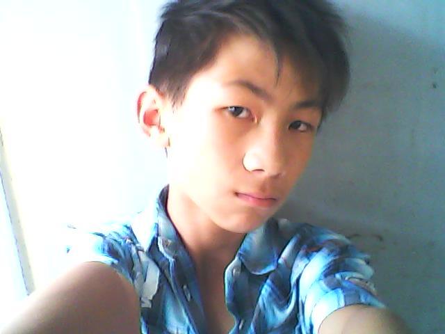 给我一张10岁男孩的帅气照片.必定要帅.有好评