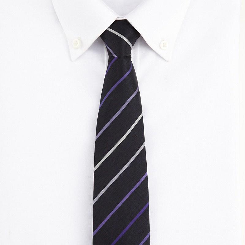 男生扯领带黑白头像