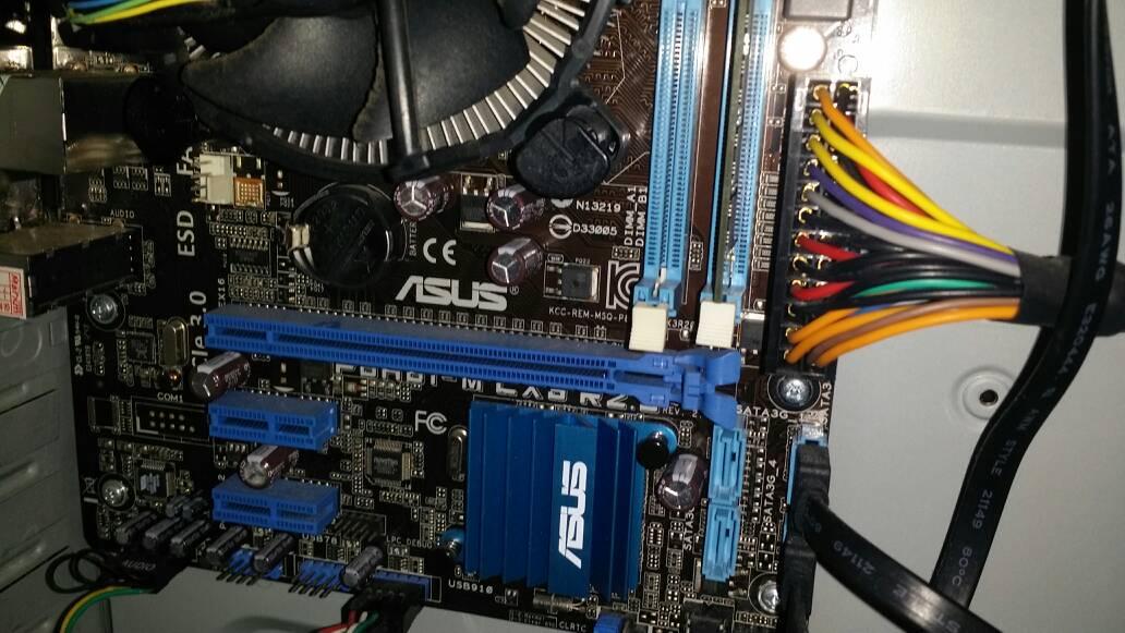 华硕p8 h61 m lx3 r2.0的主板能装固态硬盘吗,如果能